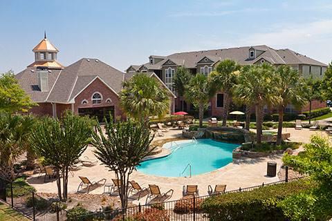 Pool at Listing #140121