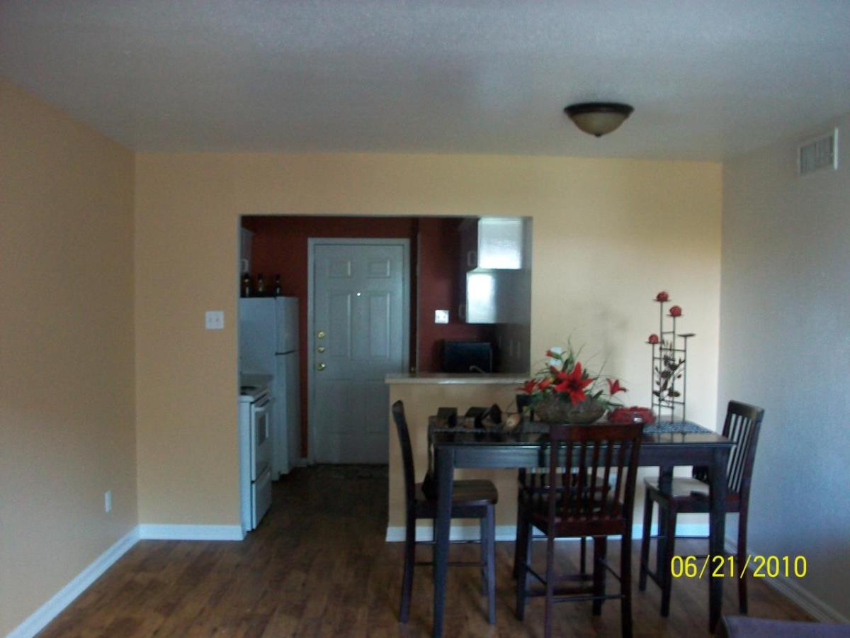 Dining at Listing #139274