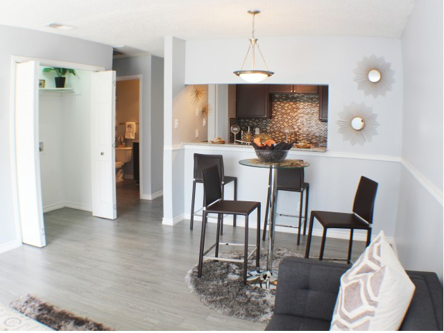 Dining at Listing #135859