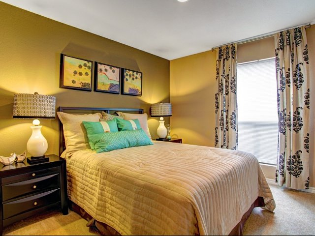 Bedroom at Listing #139487