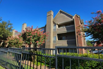 Exterior at Listing #136004