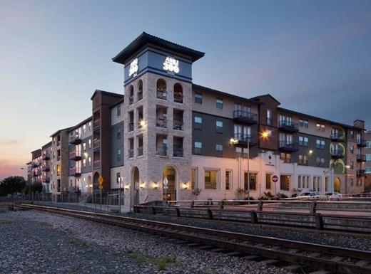 AMLI 300 Apartments