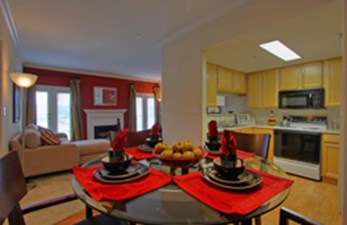 Dining/Kitchen at Listing #138800