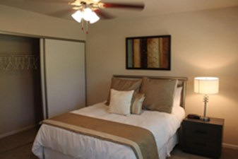 Bedroom at Listing #138353