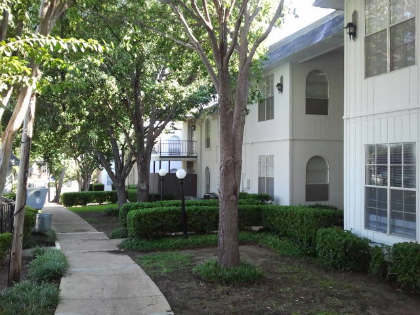 Exterior at Listing #136203