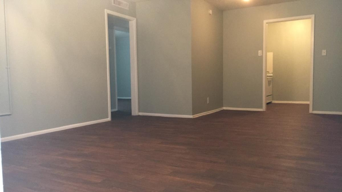 Living/Dining at Listing #141008