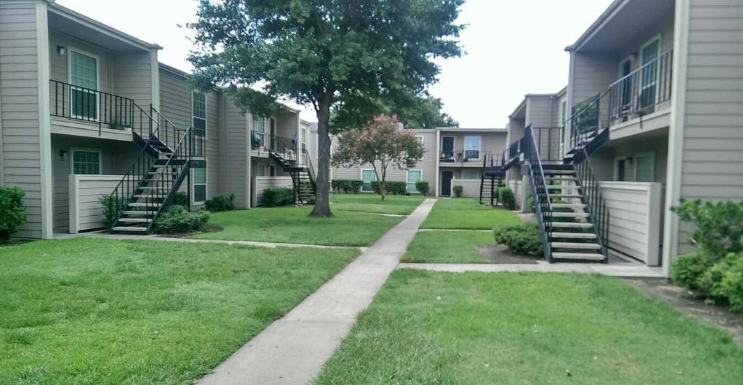 Kingswood Village at Listing #139441