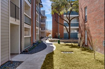 Courtyard at Listing #135661