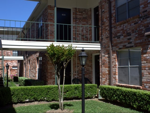 Exterior at Listing #139078