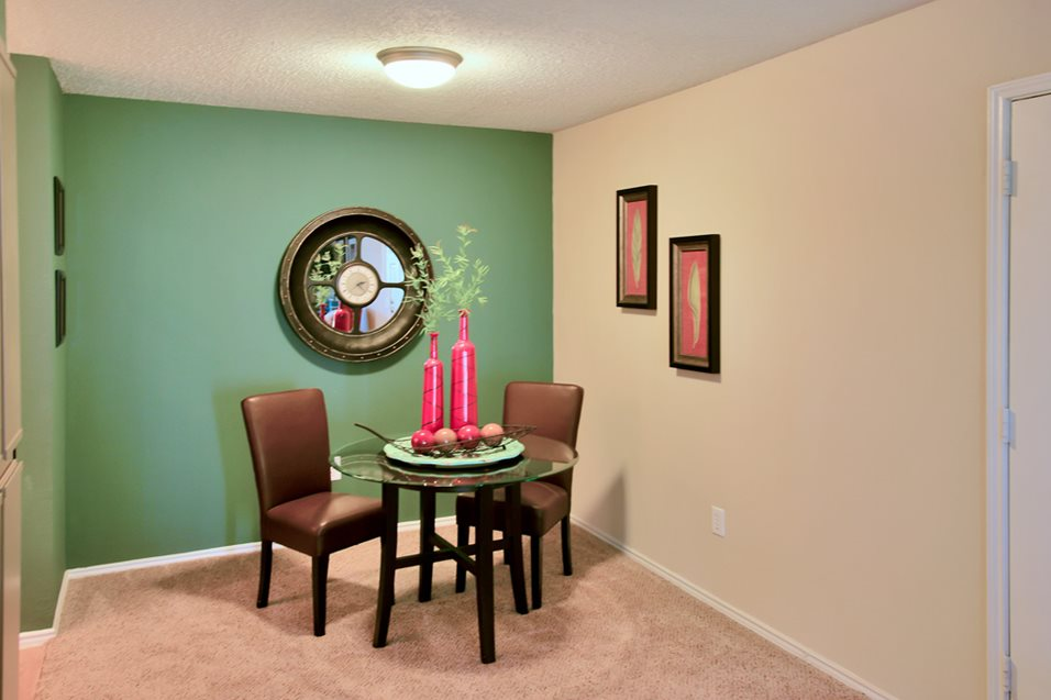 Dining at Listing #137024