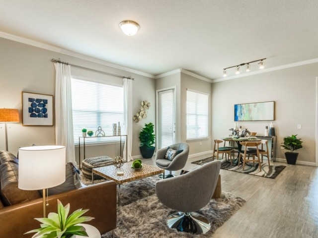 Living/Dining at Listing #289249
