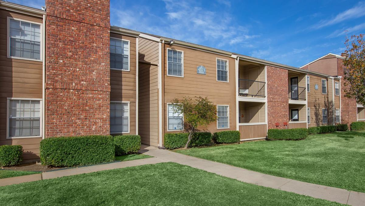 Exterior at Listing #136152
