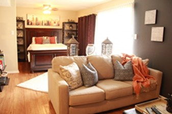 Living Area at Listing #141225