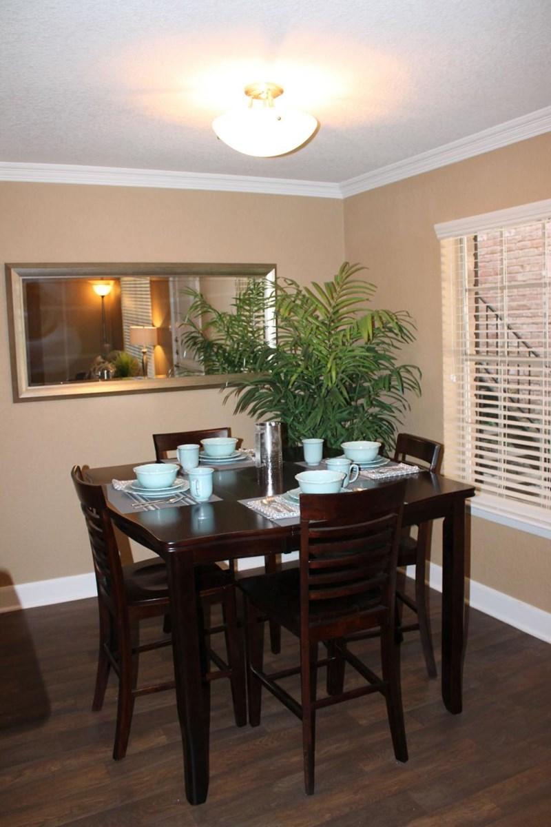 Dining at Listing #138333
