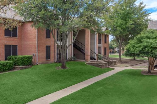 Exterior at Listing #135874