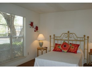 Bedroom at Listing #137246