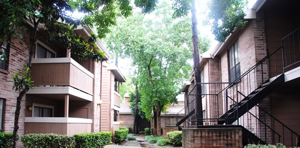 Exterior 2 Park at Listing #138620