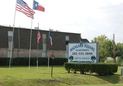 Highland Square Apartments , TX
