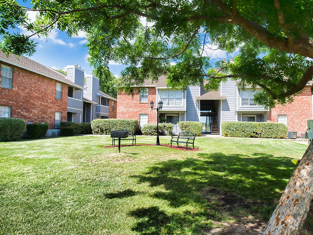 Courtyard at Listing #136362