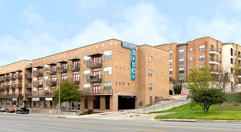 Davis SoCo Apartments , TX
