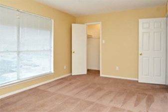 Bedroom at Listing #138377