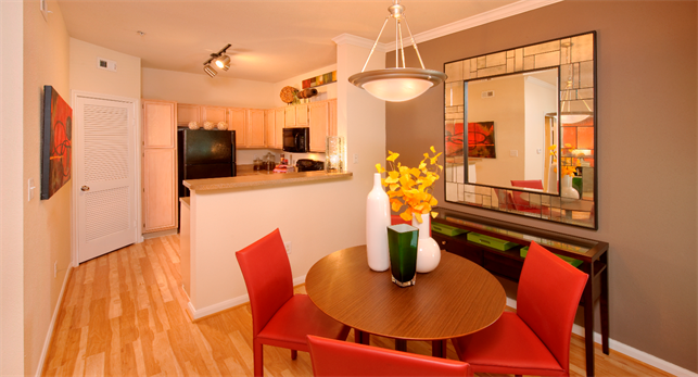 Dining at Listing #138766