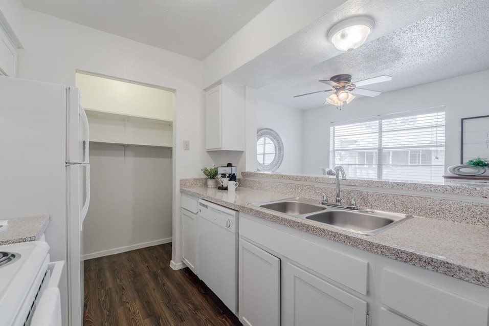 Kitchen at Listing #136313
