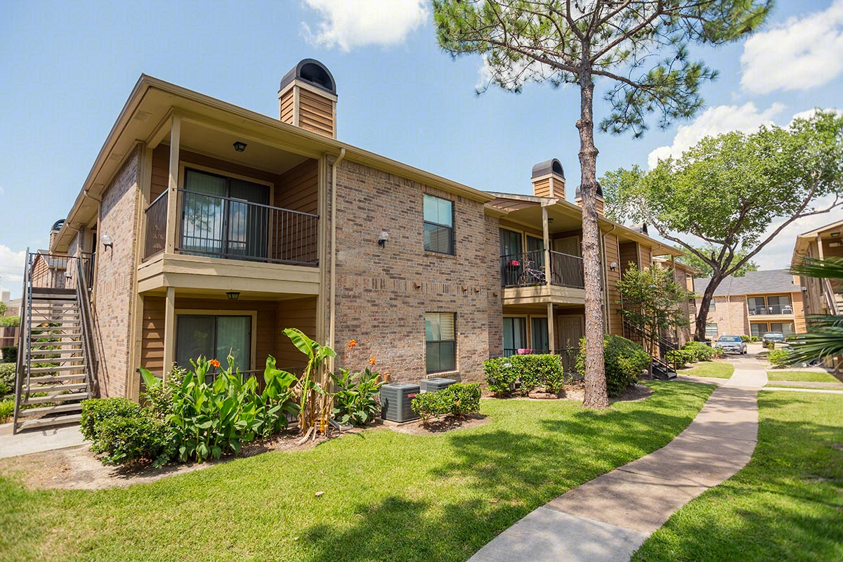 Exterior at Listing #139418