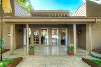Entrance at Listing #141183