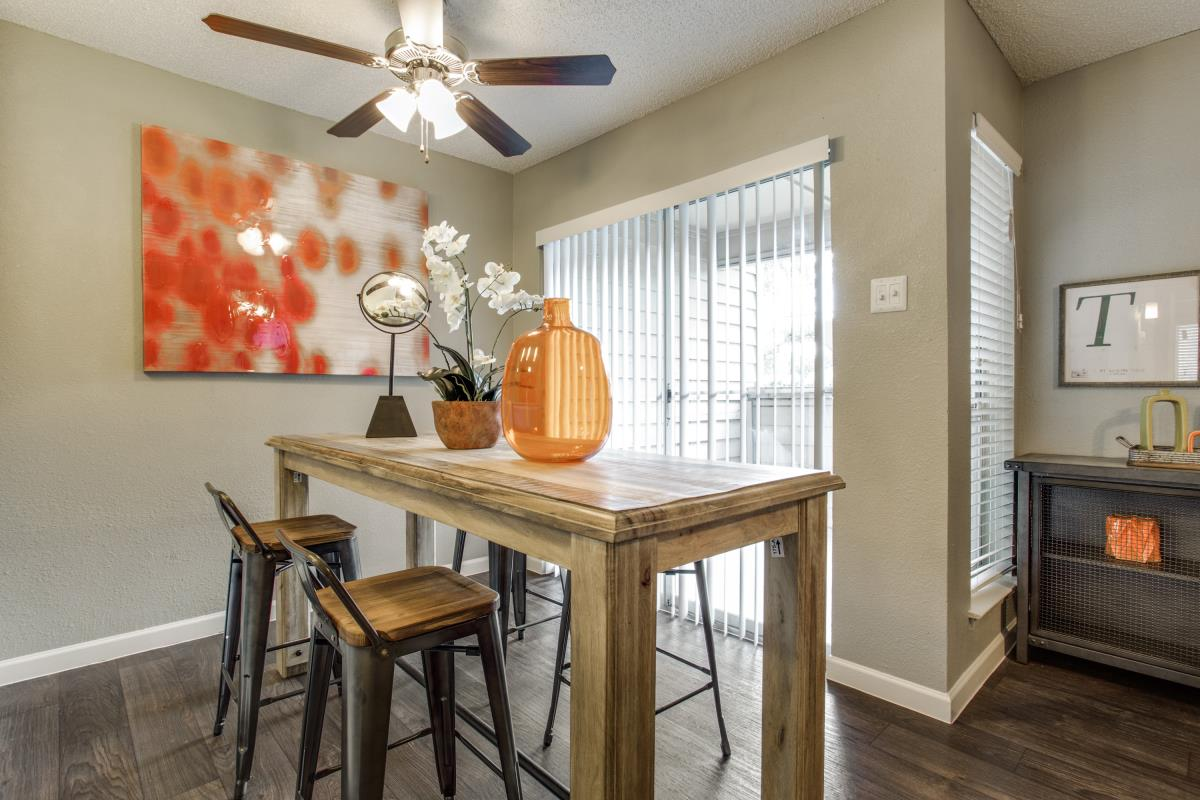 Dining at Listing #136739