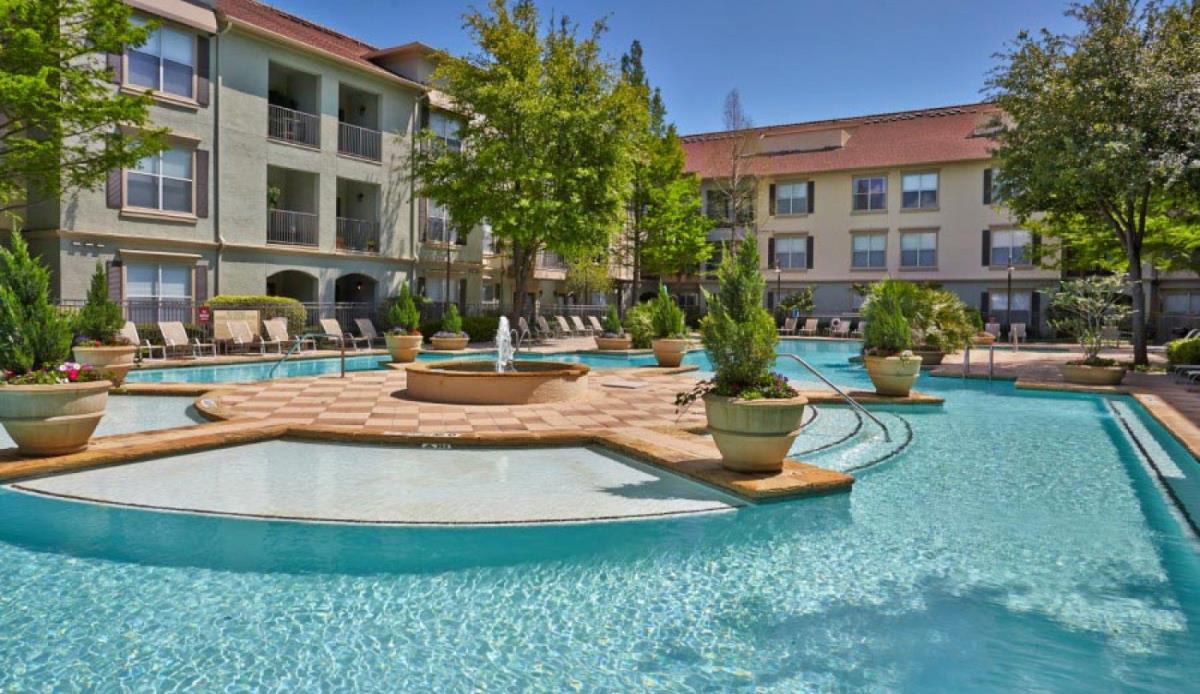 Pool at Listing #138119