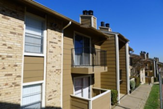Exterior at Listing #136267