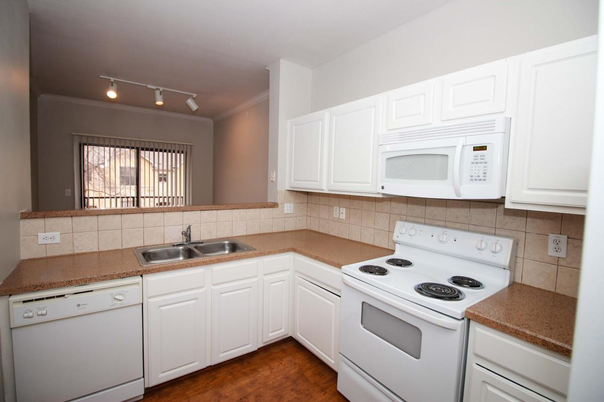 Kitchen at Listing #141428