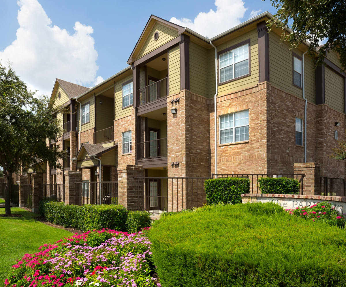Parkways on Prairie Creek Apartments Grand Prairie TX