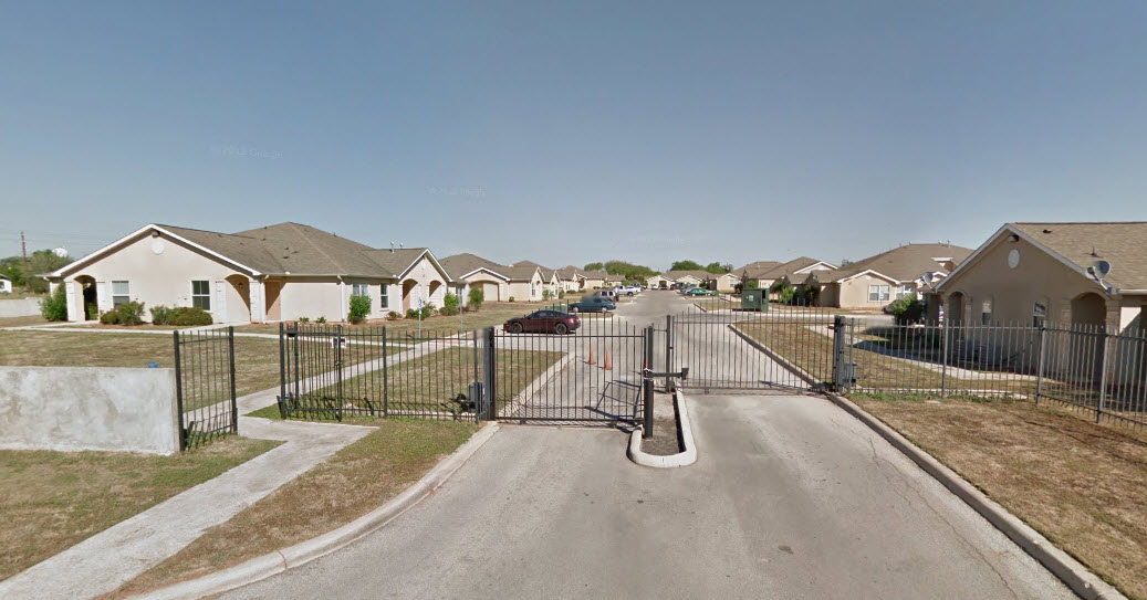 Highland Oaks ApartmentsFloresvilleTX