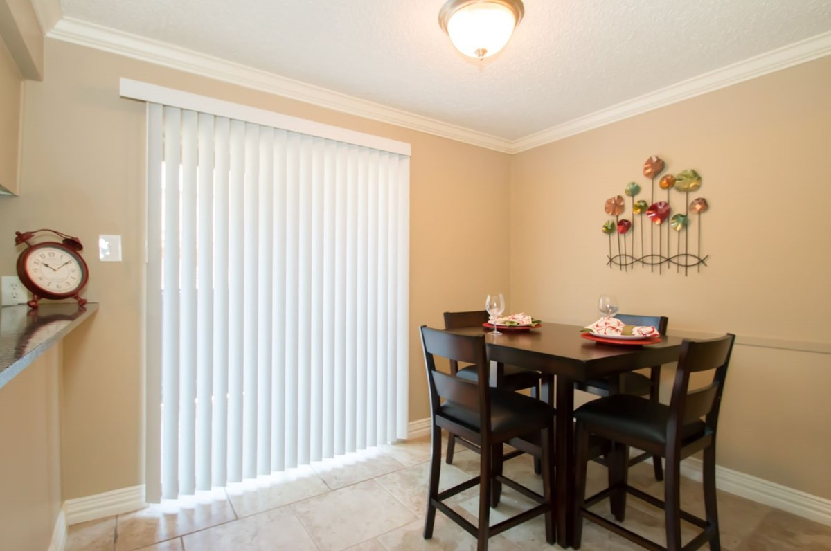 Dining at Listing #136898