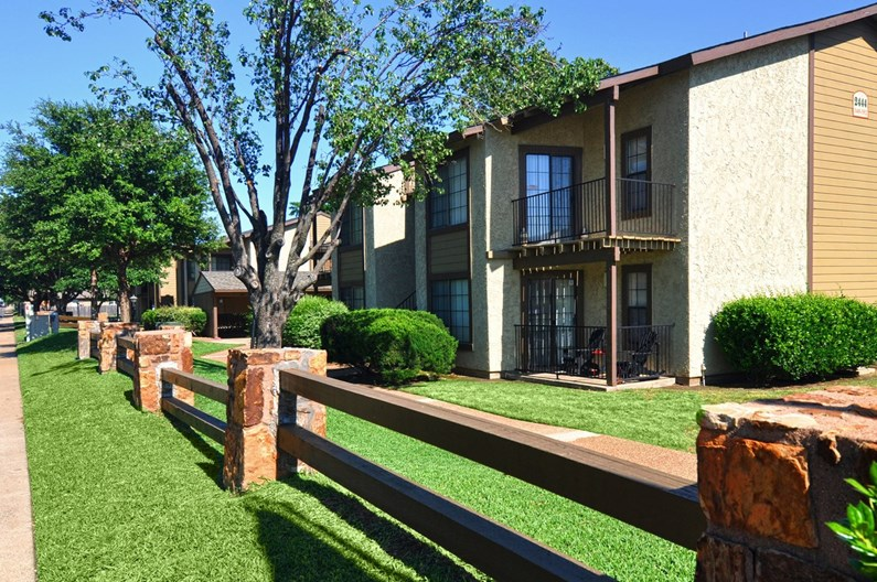 Copper Canyon Bedford - $871+ for 1, 2 & 3 Bed Apts