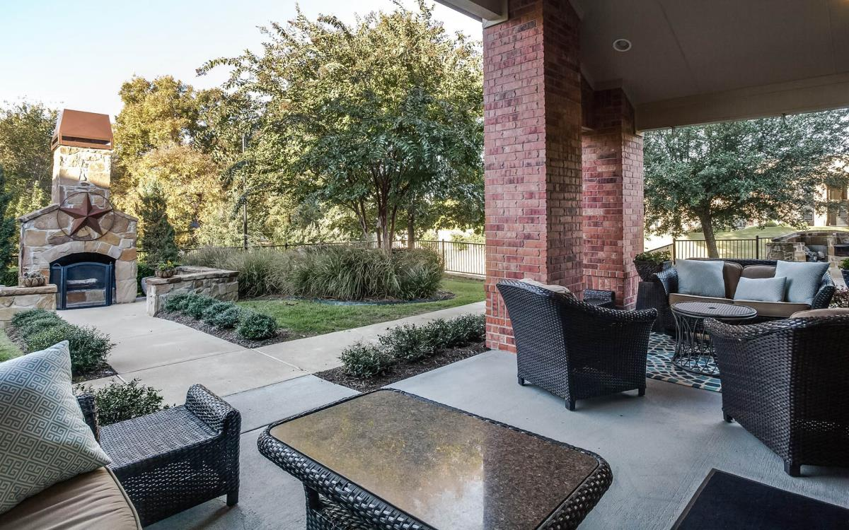 Lounge at Listing #146942