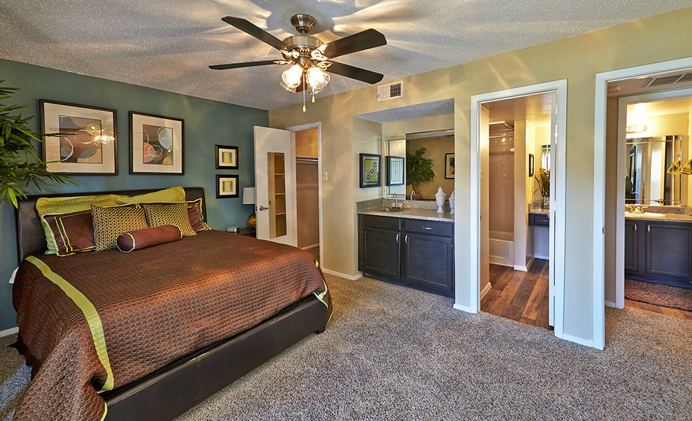 Bedroom at Listing #136892