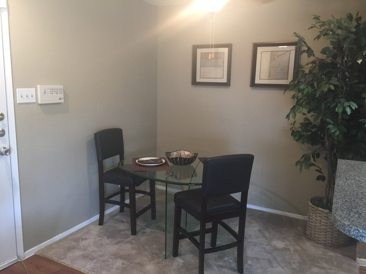 Dining at Listing #135942