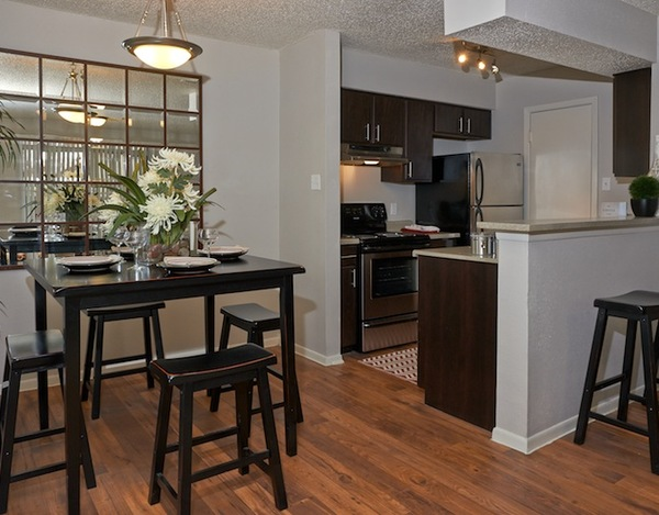Dining at Listing #140897