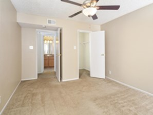 Bedroom at Listing #141063