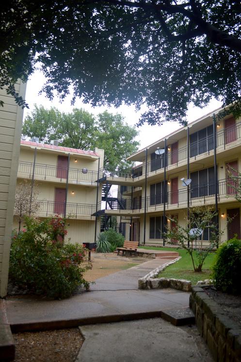 Casa Blanca Apartments Dallas TX