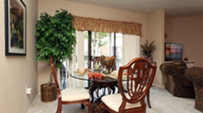 Dining at Listing #138708