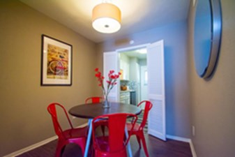 Dining at Listing #136368
