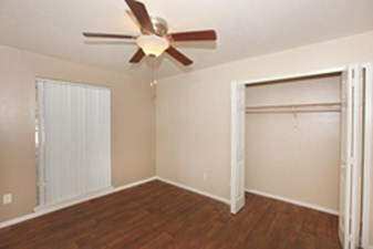 Bedroom at Listing #140595