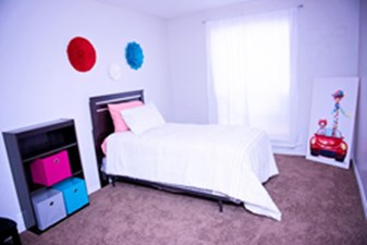 Bedroom at Listing #139846