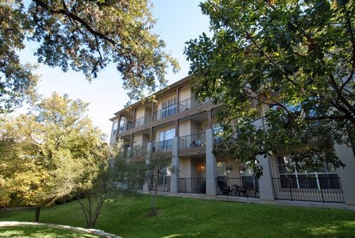 Exterior 3 at Listing #140157
