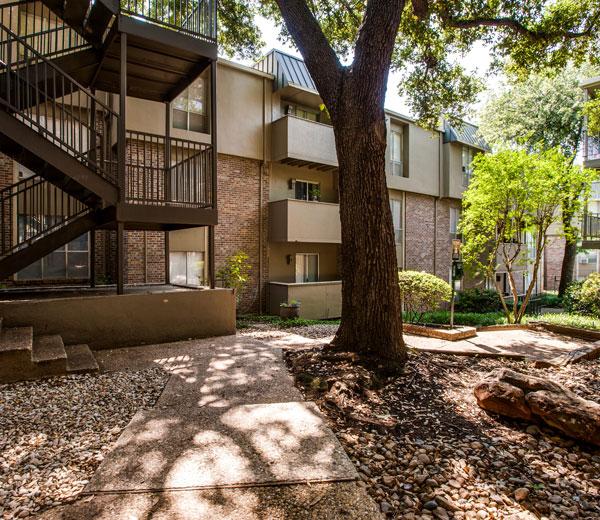 Carlisle on the Katy Trail Apartments Dallas TX