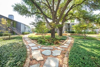 Courtyard at Listing #136813